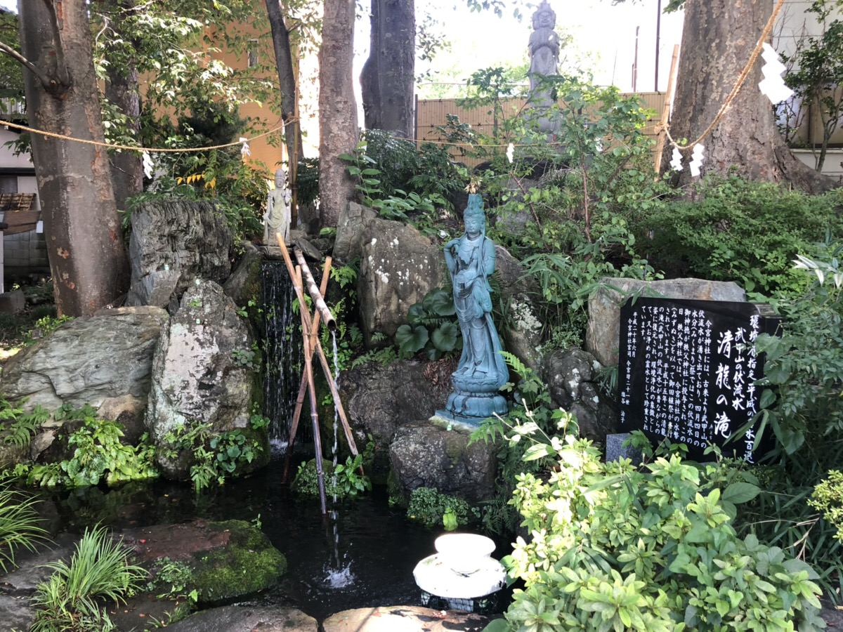 秩父今宮神社 八大龍王宮の清龍の滝