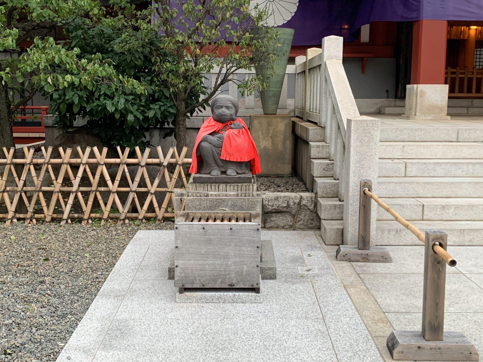 日枝神社の雌猿像