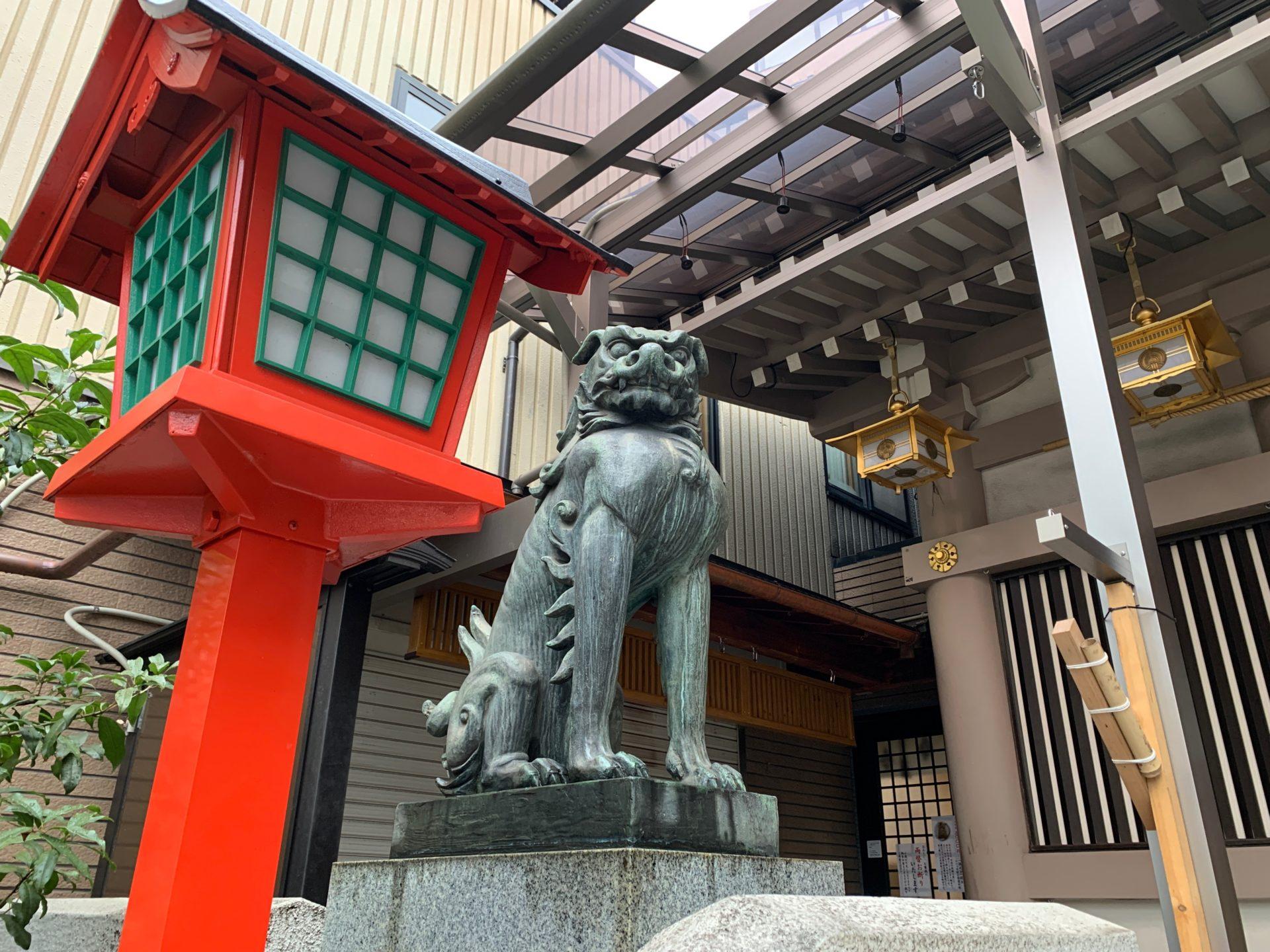 十番稲荷神社の狛犬(吽形)