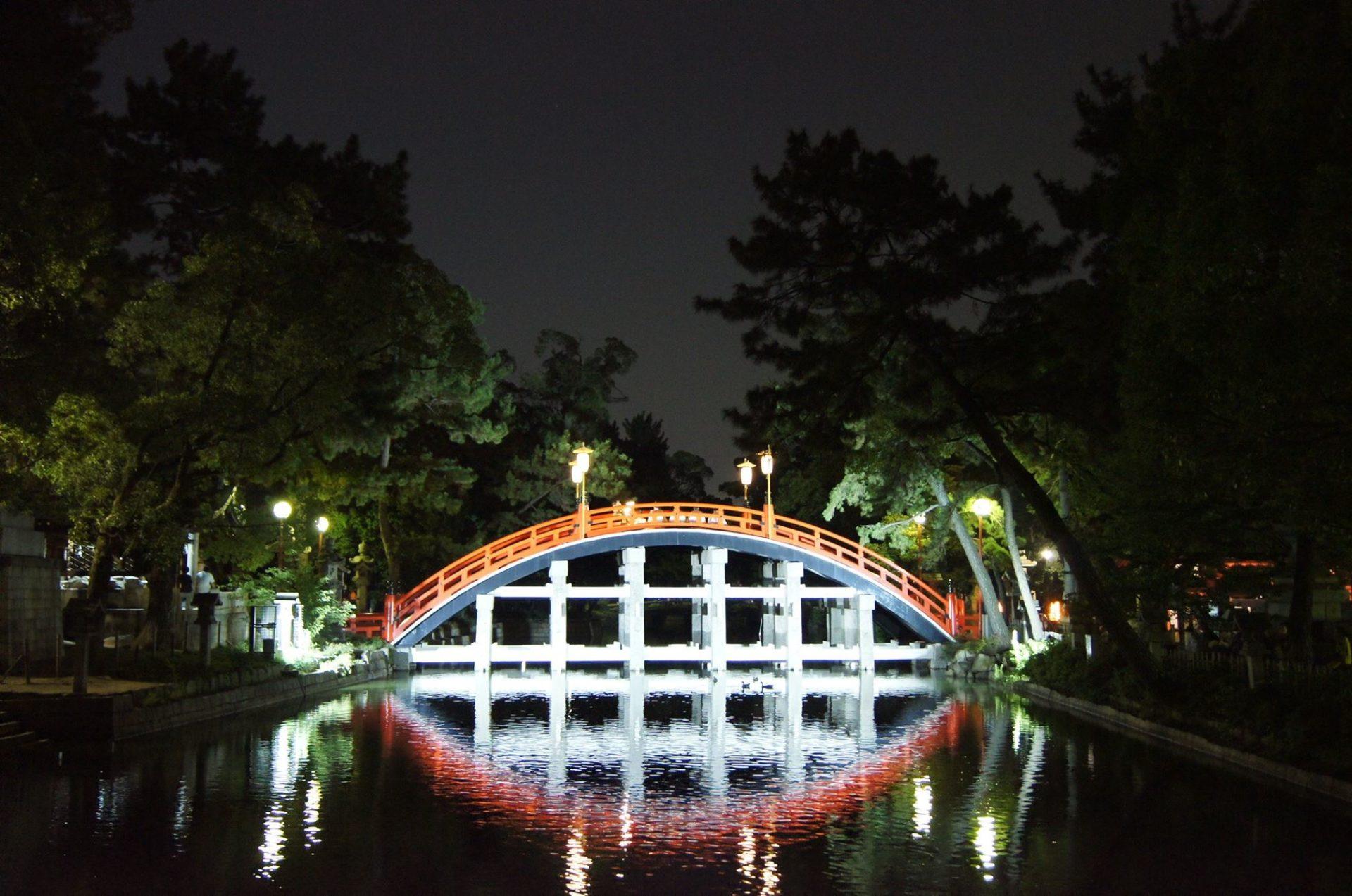 太鼓橋の夜のライトアップ